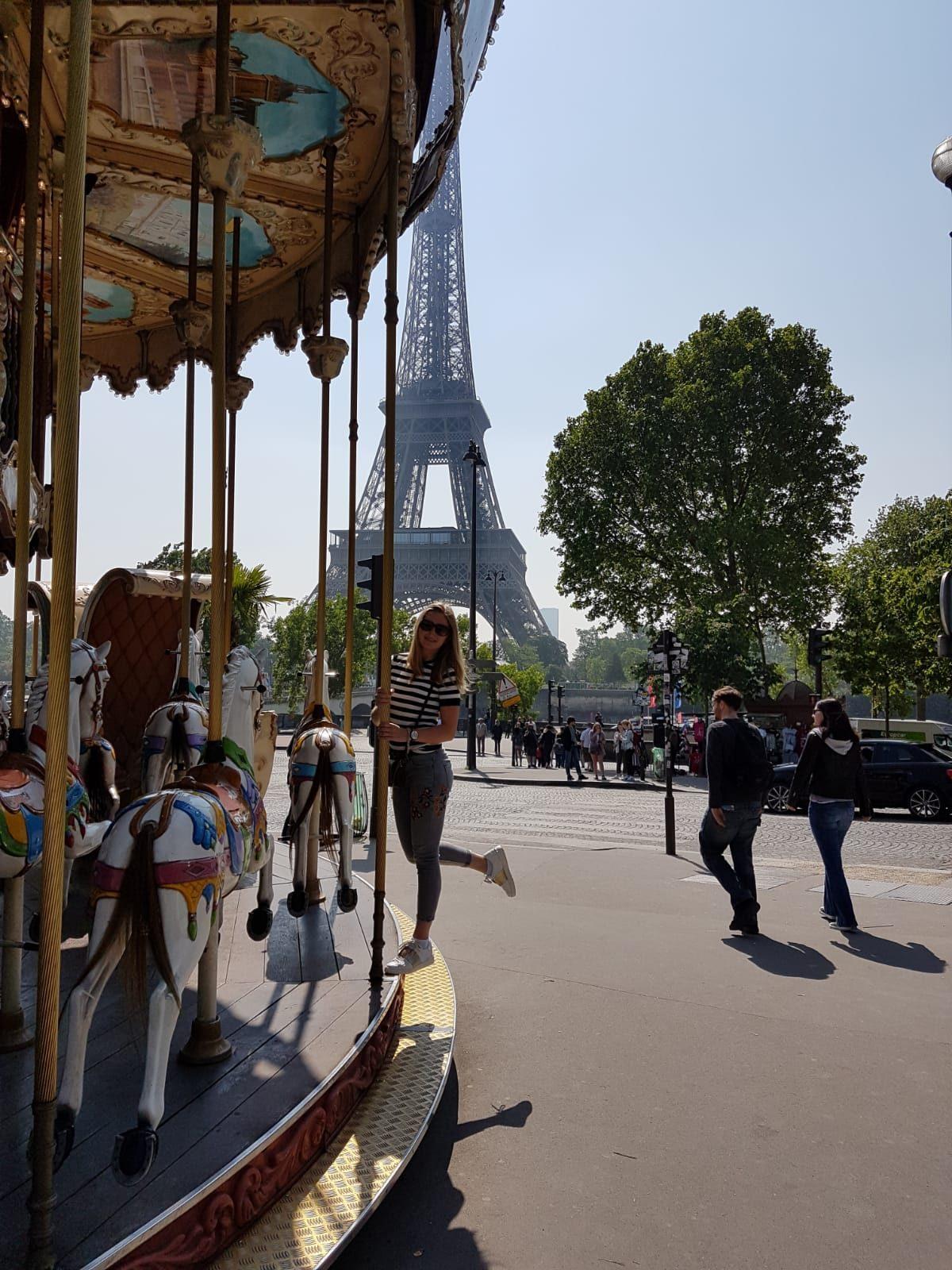 Draaimolen bij de Eiffeltoren
